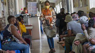 Güney Afrika'da gönüllü aşı denekleri