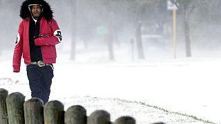 Sıcak iklimiyle bilinen Texas'da son yılların en soğuk dönemi yaşanıyor.