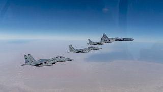 حلقت قاذفة أمريكية من طراز B-52   مع طائرات F-15SA التابعة للقوات الجوية الملكية السعودية فوق الشرق الأوسط في 27  يناير 2021