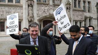 المحكمة العليا البريطانية تمنح سائقي أوبر صفة موظفين