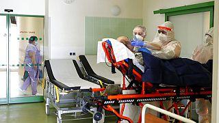 Megteltek a cseh kórházak