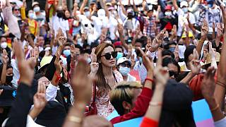 Mianmari tüntetések: meghalt a lány, akit a rendőrség lőtt fejbe