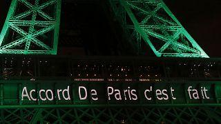 Paris İklim Anlaşması'nın imzalanmasının ardından Paris'in sembollerinden Eyfel Kulesi, yeşil rengini almıştı