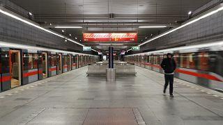 Tschechien im Lockdown: Die fast leere U-Bahn in Prag.