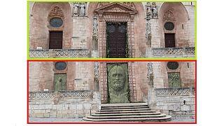 A jelenlegi fa ajtók és a tervezett bronz kapuzat - Burgos katedrálisa, Spanyolország
