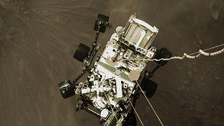 El vehículo robótico Perseverance durante su aterrizaje en Marte