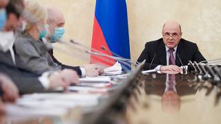 رئيس الوزراء الروسي ميخائيل ميشوستين يعلن خلال اجتماع حكومي عن لقاح ثالث تسجّله بلاده هو كوفيفاك