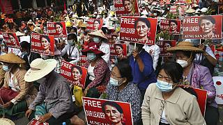 Des manifestants à Mandalay, en Birmanie, le 21 février 2021