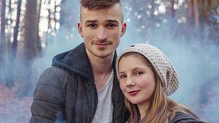 Krystal (links) und Nico sind unterwegs von Hamburg nach Australien
