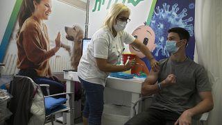 اسرائیل پیشتاز واکسیناسیون کرونا در جهان است