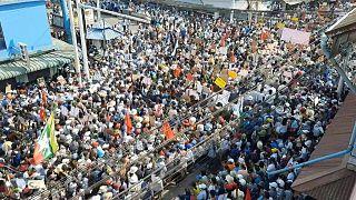 الآلاف من المحتجين يتظاهرون في مدينة داوي ضد الانقلاب العسكري