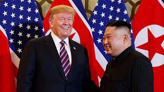دونالد ترامب وكيم جونغ أون خلال قمة هانوي، فبراير 2019