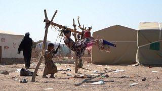 Deslocados iemenitas no campo de Jaw Al Naseem
