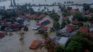 No comment: házak ezrei víz alatt Indonéziában