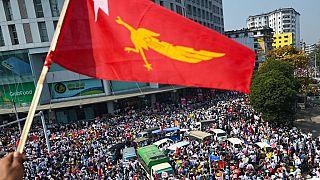 المجموعة العسكرية المسؤولة عن الانقلاب في ميانمار تتعرض لضغوطات دولية كثيفة
