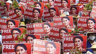 درخواست معترضان میانماری برای آزادی آنگ سان سوچی