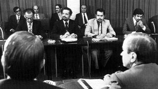 أحمد زكي يماني (الثاني على اليسار) خلال اجتماع وزراء النفط الخليجيين وممثلي الدول الغربية في العاصمة النمساوية فيينا لمناقشة رفع أسعار النفط. 1973/10/08