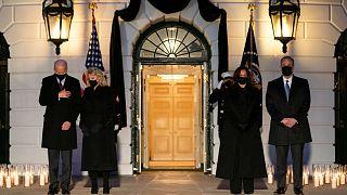 ادای احترام جو بایدن و کامالا هریس به قربانیان کرونا در آمریکا