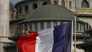İstanbul'daki Fransız Konsolosluğu ve Taksim Camii