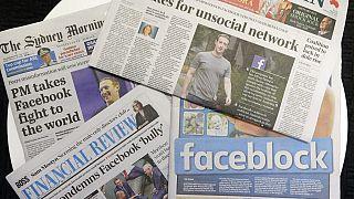Die Titelseiten australischer Zeitungen erscheinen mit Nachrichten zu Facebook in Sydney, 19.02.2021