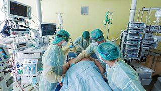 وحدة العناية المركزة في مستشفى الجامعة في بون، ألمانيا