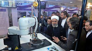 الرئيس الإيراني محمد حسن روحاني داخل منشأة نووي إيرانية