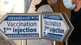 Hinweisschilder in Impfstelle