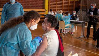 Kötelező lesz a koronavírus elleni vakcina egy spanyol tartományban