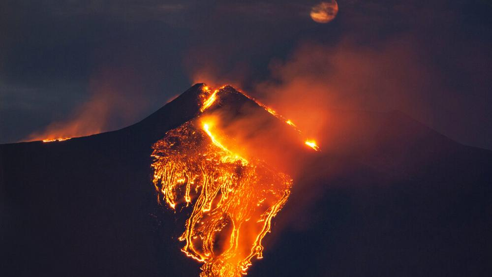 Volcanologists in awe as Mount Etna puts on spectacular show