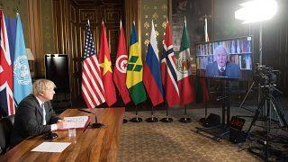 خلال القمة، رفع بوريس جونسون النبرة مقارنة بنظرائه من قادة الدول