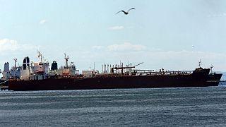 یکی از نفتکشها ایرانی پهلو گرفته در سواحل ونزوئلا