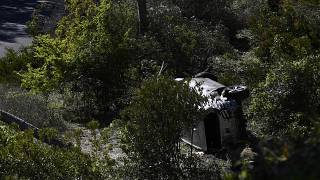 خرجت سيارة تايغر وودز عن الطريق وسقطت بين الأشجار