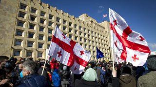 Proteste a Tbilisi dopo l'arresto del leader dell'opposizione Nika Melia