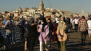 İstanbul, Galata Körüsü üzerinden bir kare.
