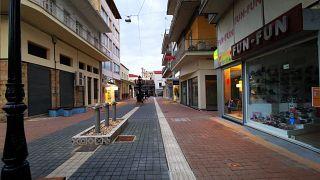 Άδειοι δρόμοι, κλειστά καταστήματα