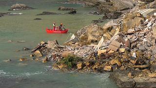 انهيار أرضي في مقبرة في إيطاليا يتسبب في سقوط نحو 200 تابوت في مياه البحر.
