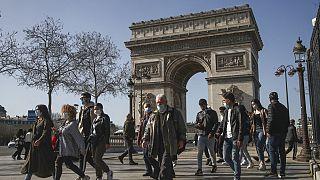 """Covid-19 : situation """"très préoccupante"""" en France dans 10 départements"""