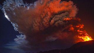 Cada erupción parece mas espectacular que la anterior