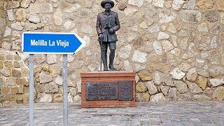 آخرین مجسمه دیکتاتور اسپانیا زنجیر به گردن از میان مردم رفت