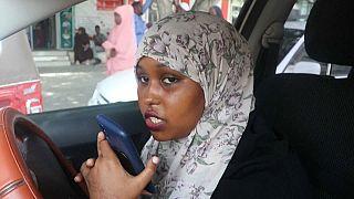 سائقة سيارة الأجرة تتحدي المفاهيم الذكورية المتجذرة في المجتمع الصومالي