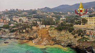 İtalya'da mezarlıkta toprak kaydı; 200 tabut suya gömüldü