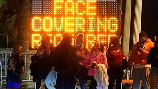 California'da kamu spotlarında maske mesajı