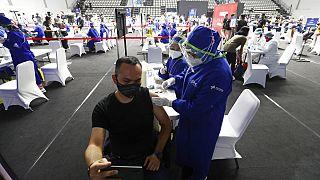 Más restricciones en Europa ante los nuevos latigazos de la pandemia