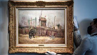 """لوحة  """"مشهد من شارع في حي مونمارتر"""" لفان غوخ"""