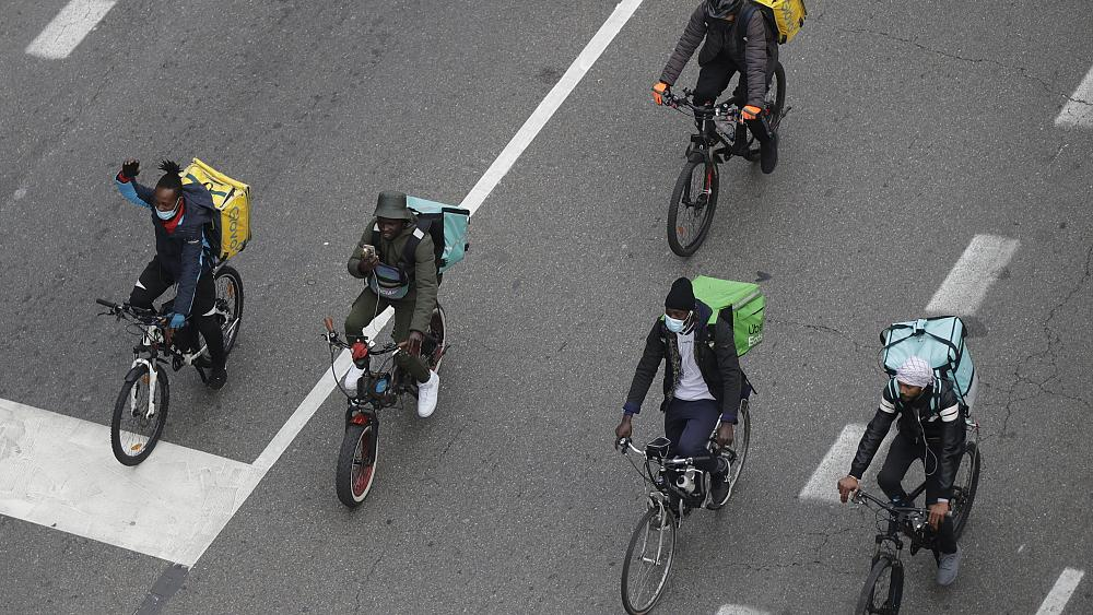 Italy warns riders 'treated like slaves' by food delivery firms