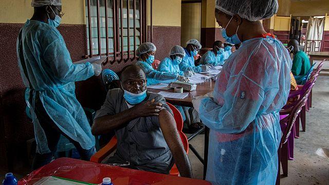 La vaccination contre le virus Ebola se poursuit en Guinée