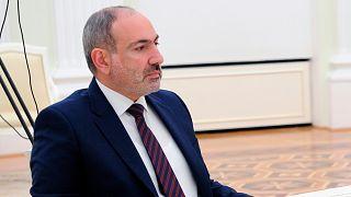 Ermenistan ordusu Başbakan Paşinyan'ı istifaya çağırdı