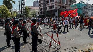 متظاهرون ضد الانقلاب في ميانمار. 2021/02/24