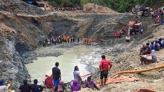 انهيار منجم بجزيرة سولاوسى، إندونيسيا