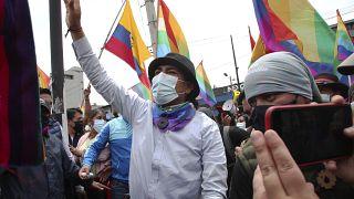 El candidato a la presidencia, Yaku Pérez, junto a los participantes en la marcha indígena
